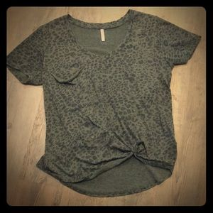 Z supply olive cheetah print tee with pocket Sz. M